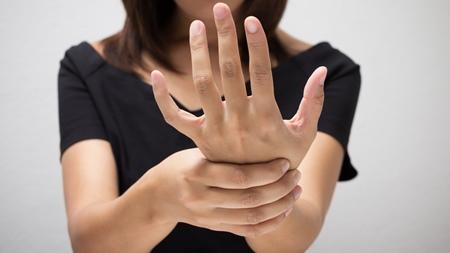 手根管症候群の症状があらわれる