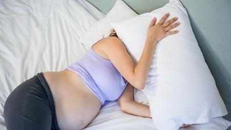 体が育児の準備で寝れない