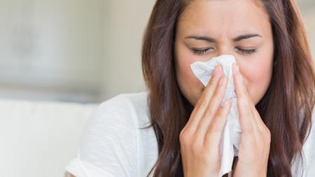 くしゃみや鼻水は風邪を引いた