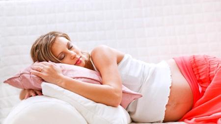 寝るのが辛い場合は抱き枕を