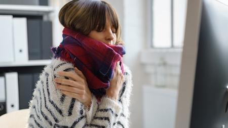 真夏の日に冬の装いで過ごし 尋常でない寒気