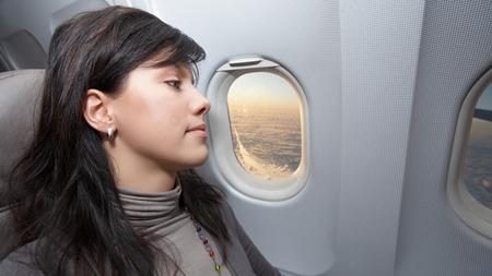 妊娠中期に飛行機に乗る場合