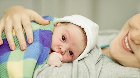 出産報告するタイミングは