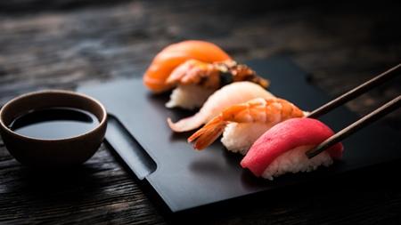 生もの(刺身、寿司、肉)