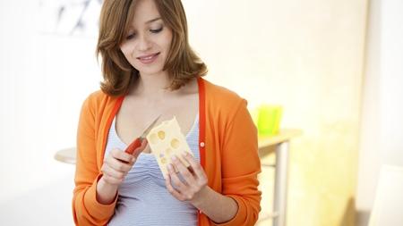 妊婦さんがナチュラルチーズを食べる際の注意