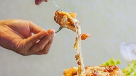 どのチーズを食べるときに注意が必要か