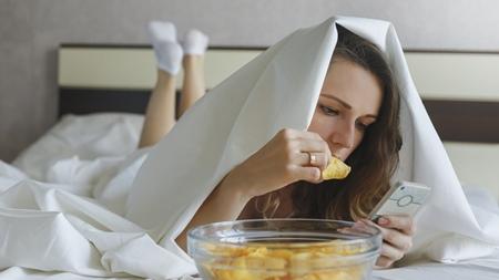 胸の張りを悪化させる食事とは