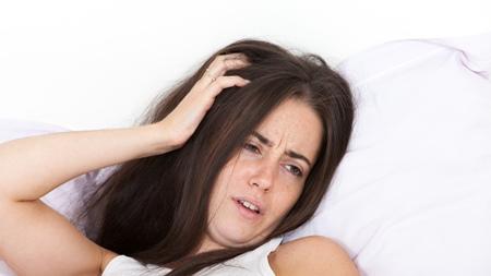 寝起きが特につらい 胸の張り「ズキっ」