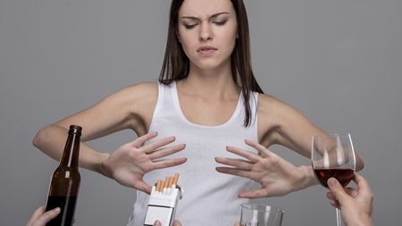 いつもと違う胸の張りを感じたら生活習慣を改めよう