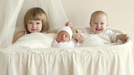 児童手当や第三子に対する優遇制度など