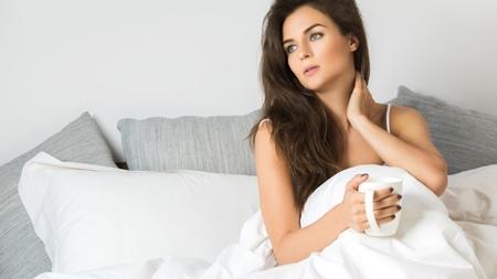 妊娠初期の喉の渇きの原因とは?