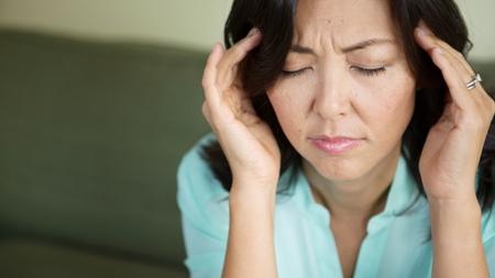 妊娠中期の頭痛の原因とは?