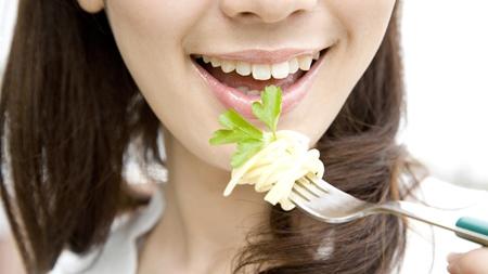 よく噛みゆっくり食べる習慣をつける
