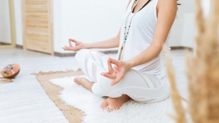 妊婦向けの体操やストレッチで体を動かす