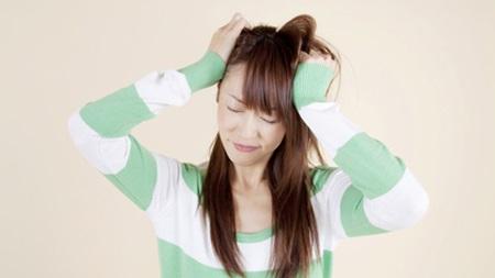 黄体ホルモンの影響で顔や身体が少し男性的になります