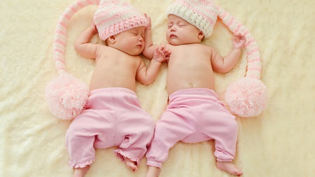 双子出産にかかる費用はどれくらい