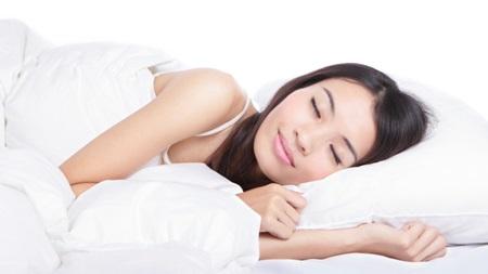寝る時の体勢にも注意が必要