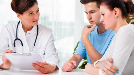 夫婦で不妊治療を受診を考える