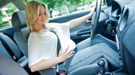 車を長時間運転するのは控えるようにしましょう