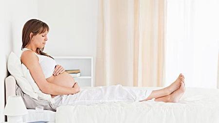 下がってくる子宮によって足が痛みます