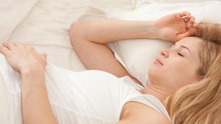 睡眠不足に悩みがちな時期です