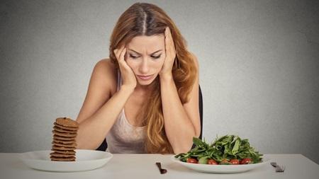ストレスや無理なダイエットなど注意