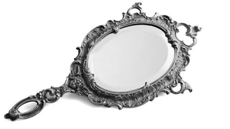 妊婦が葬式で鏡を持つのは本当?