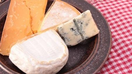 チーズは注意を